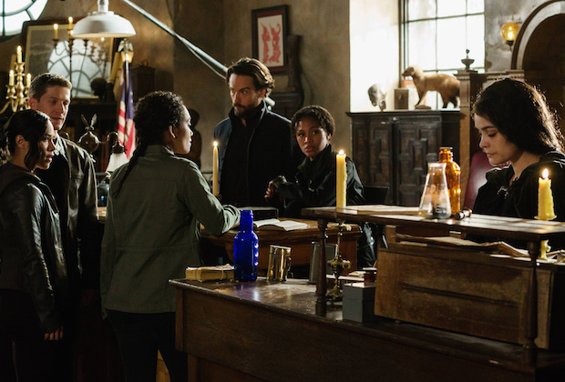 Joe, Sophie, Jenny, Pandora, Abbie, Ichabod in the archive on Sleepy Hollow