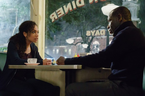 Jenny Mills and her dad Ezra talk in a diner on Sleepy Hollow