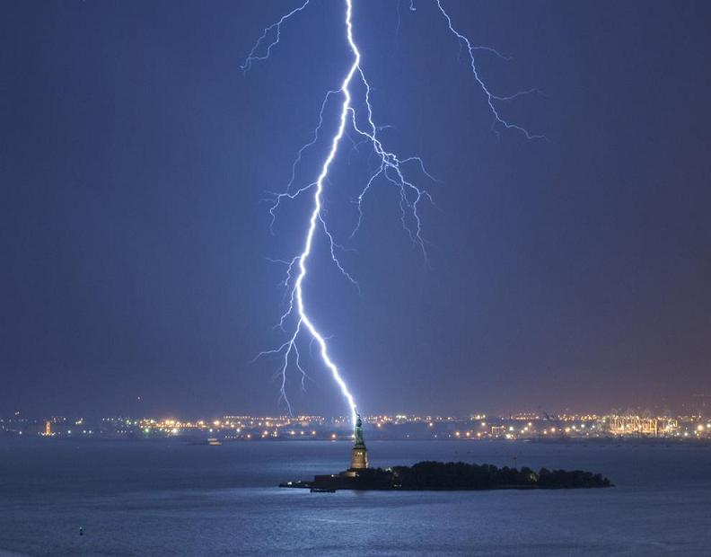 lightning-bolt-strikes-statue-of-liberty