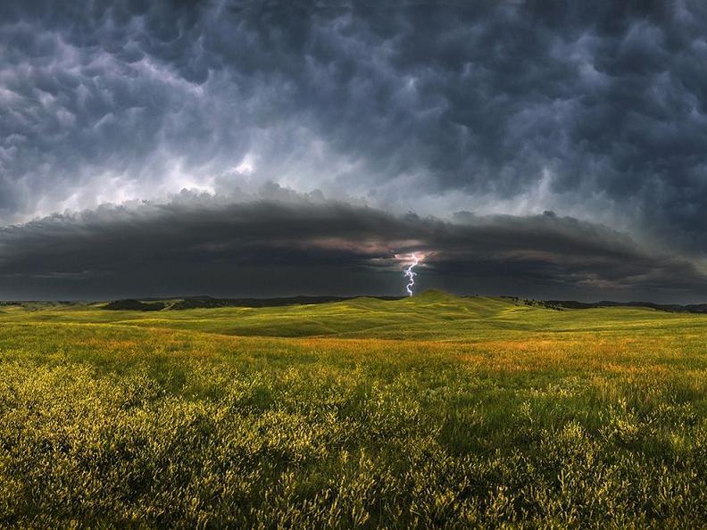 storm-clouds-south-dakota_23945_990x742