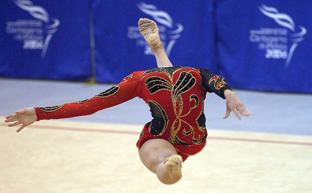 headless gymnast perfect timing