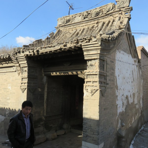 a doorway on the street in hunyuan