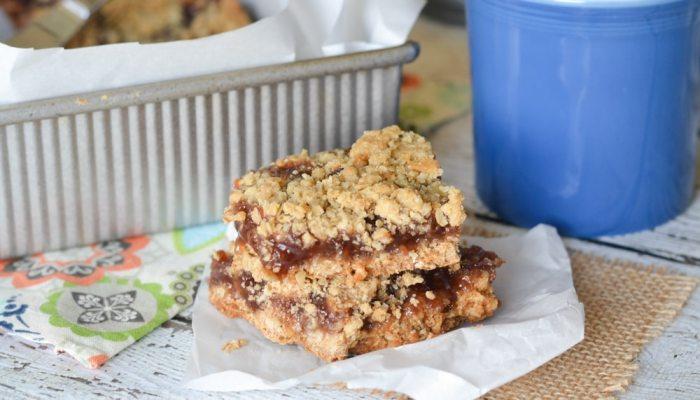 Strawberry Jam Crumb Cake Bars