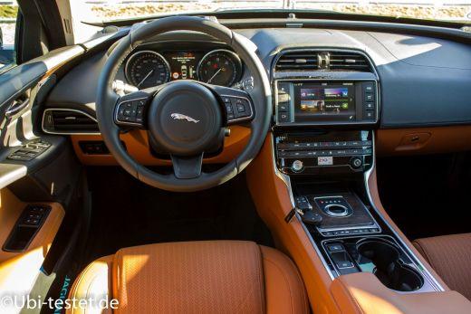 Jaguar XE 2.0d_032