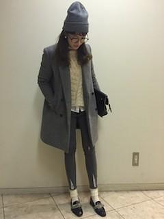 10グレーのテーラードジャケット×レギパン×ニット帽