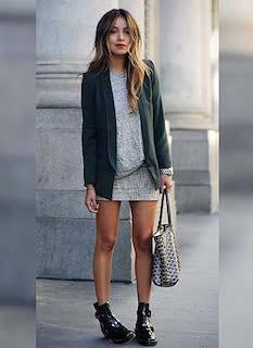 5緑のテーラードジャケット×ミニスカ×グレーT