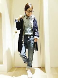 4ネイビーのステンカラーコート×ダンガリーシャツ×デニム
