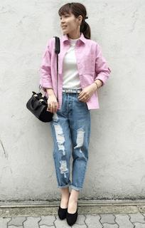 4ピンクシャツ×白タートル×デニム