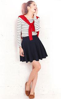 5フレアスカート×ボーダーTシャツ×赤カーディガン