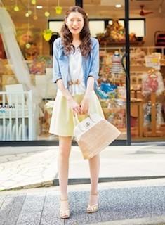 8フレアスカート×白トップス×サックスジャケット