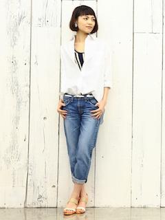 8白のシャツ×白黒ラインTシャツ×デニム