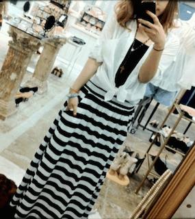 1ボーダーマキシ丈スカート×白ブラウス