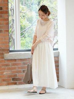 6白マキシ丈スカート×白トップス