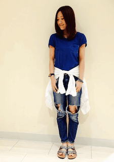 5青Tシャツ×デニムパンツ