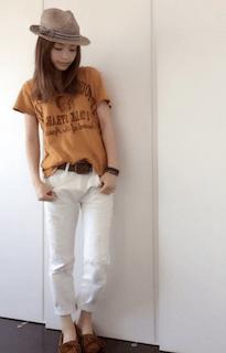 6黄色Tシャツ×白デニム