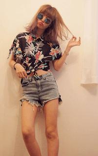 7アロハシャツ×デニムショートパンツ