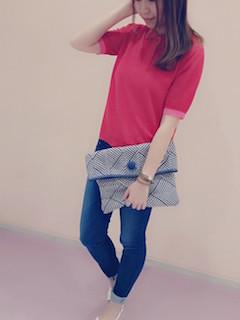 5赤のポロシャツ×デニムレギパン×クラッチバック