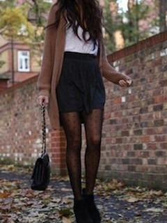 1茶色のカーディガン×白シャツ×黒ミニタイトスカート