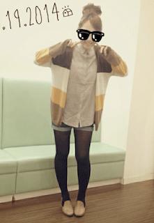 10秋のカーディガン×ショートデニムパンツ×シャツ