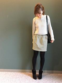 11ブーティ×タイツ×ニットセーター×ミニスカート
