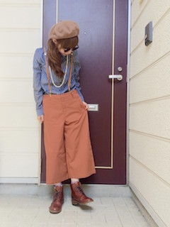 2茶色のショートブーツ×デニムシャツ×ガウチョパンツ