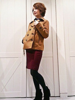 8キャメルのPコート×タイトスカート×ショートブーツ