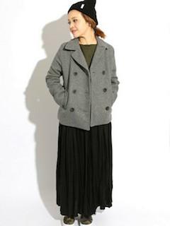 3グレーのPコート×マキシ丈スカート×ニット帽子