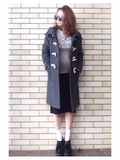 5グレーのダッフルコート×セーター×Aラインスカート
