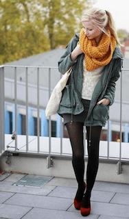 4秋冬のモッズコート×スヌード×ミニスカート