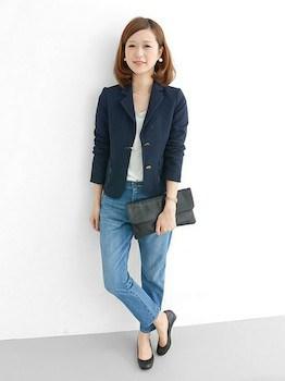 2ネイビーのサマージャケット×ゆるTシャツ×デニムパンツ