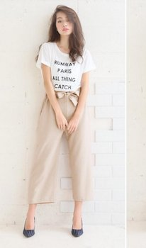 2 UネックのTシャツ×ワイドパンツ×ハイヒール