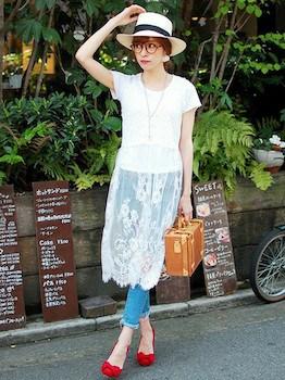 8白のキャミワンピ×白Tシャツ×ジーンズ