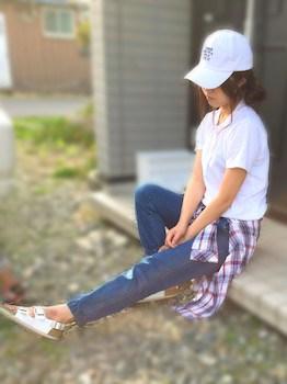 9デニムのジョガーパンツ×ポロシャツ×チェック柄シャツ