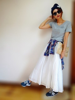 ボストンサングラス×Tシャツ×マキシ丈スカート