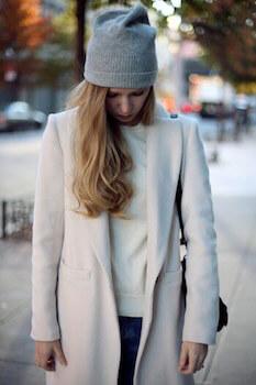 グレーニット帽×サイドゆるカールのニット帽に合う髪型