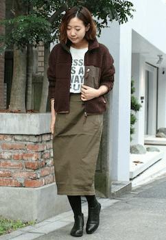 ボアブルゾン×プリントTシャツ×タイトスカート