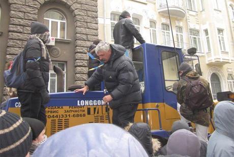 Дмитрий Корчинский на ул. Банковой 1 декабря 2013 года