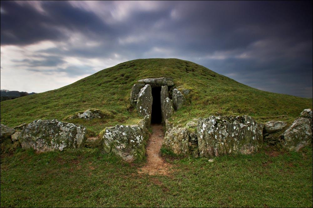 Megaliths Bryn Celli Du, Llanddaniel, Anglesey
