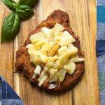 Kotlet schabwy z ananasem w miodzie i żółtym serem