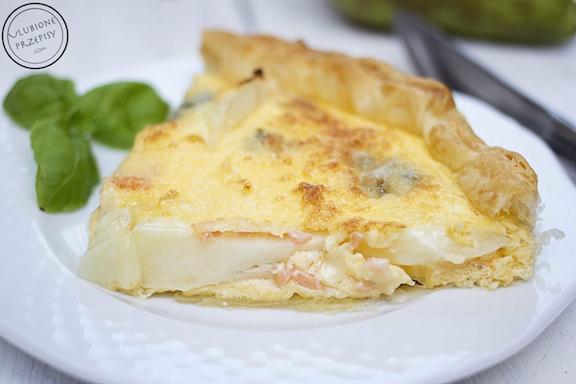 Tarta z ciasta francuskiego z łososiem, gruszką i serem Gorgonzola