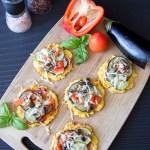 Zapiekana polenta z warzywami w formie pizzerinek