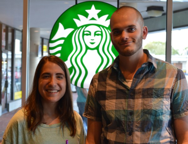 Yoni Ross and Laurie Hunt met at Starbucks last month. Sipping coffee, they spoke about everything from dogs to the people next to them. Dovid Fisher/Mitzpeh.