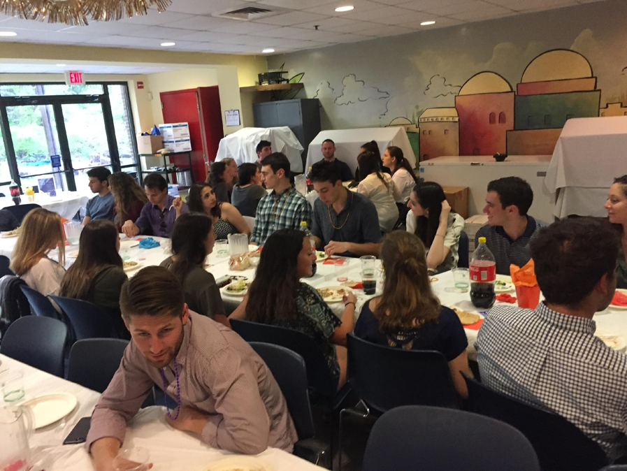 Students gather in the Hillel dining room, enjoying Shabbat dinner together and getting excited for their trip to Israel. Samantha Rosen/Mitzpeh
