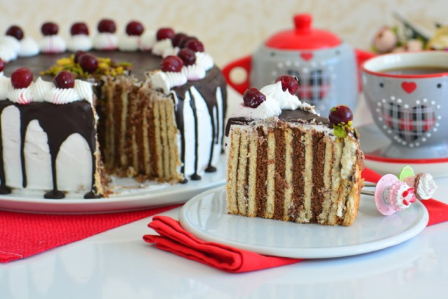 Bisküvili  Yaş  Pasta  Tarifi ( Bisküvili  Balerin  Pasta )