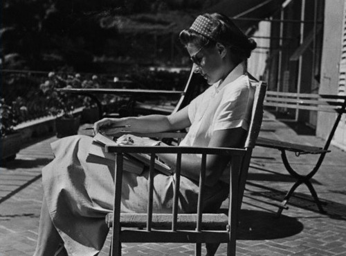 ingrid bergman reading