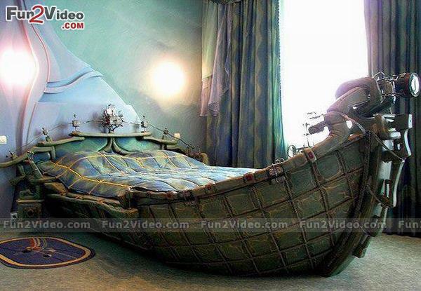重厚な船のベッド