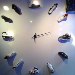 この発想はなかった!AIR JORDANのスニーカー時計
