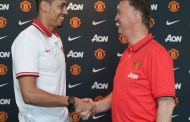 Smalling signs new deal