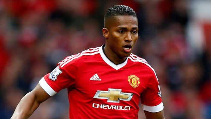 MANCHESTER, ENGLAND - OCTOBER 25: Antonio Valencia of Manchester United during the Barclays Premier League match between Manchester United and Manchester City at Old Trafford on October 25, 2015 in Manchester, England. (Photo by Clive Rose/Getty Images)