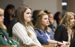 Students attend the Women in Business's major sampling event.